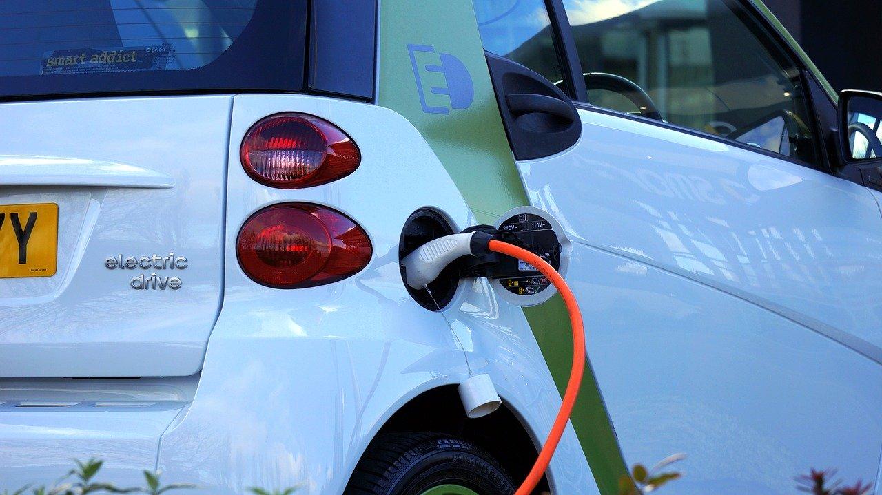 Die Ladestation für das Elektroauto vor der eigenen Haustüre